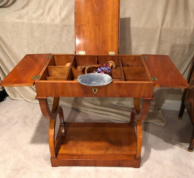 Biedermeier Sewing-or Working Table, Munich, 1810-1820, cherry wood In Good Condition For Sale In Belmont, MA