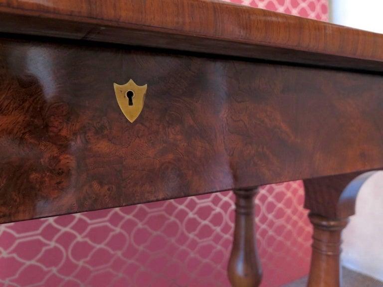 1830 Walnut Austrian Biedermeier Writing Desk For Sale 1