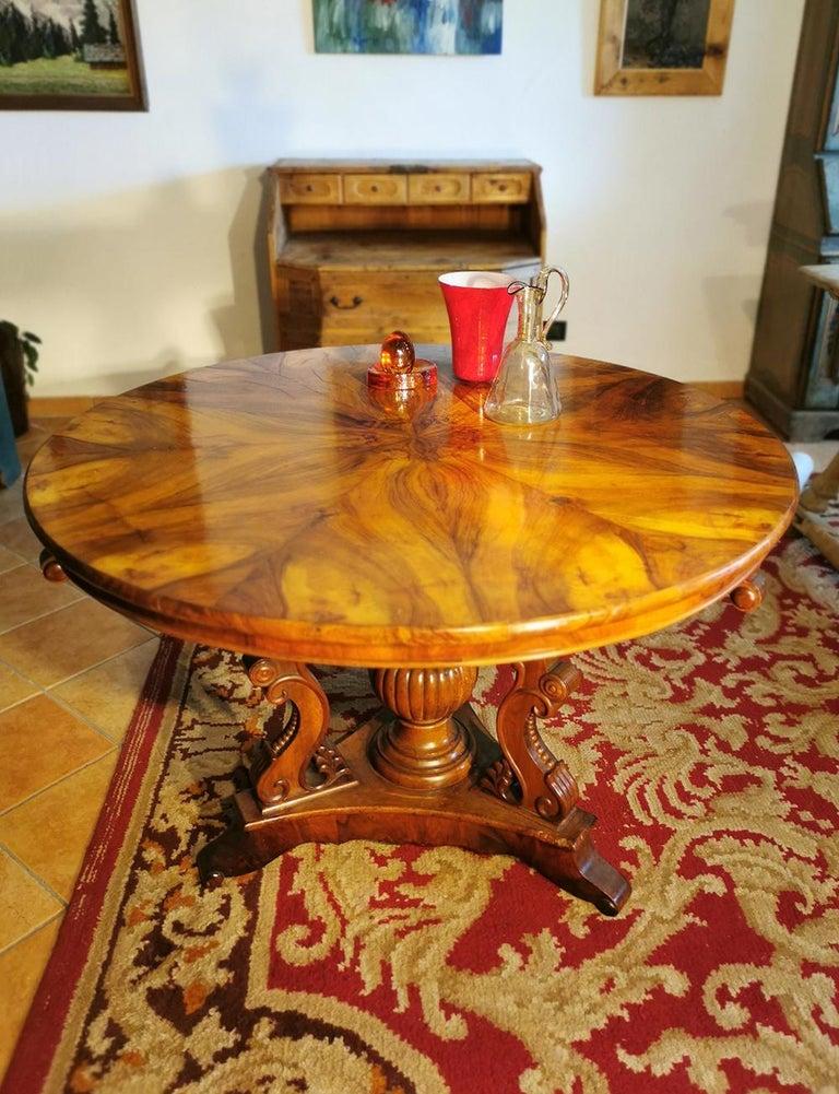 Biedermerier Round Table in Walnut, Wien, 1810 For Sale 3