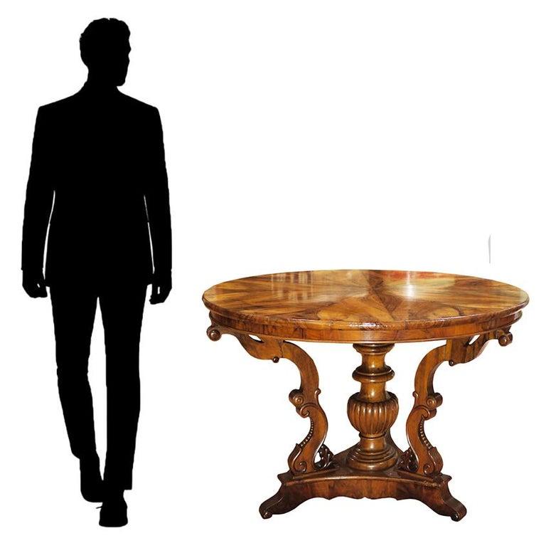 Biedermerier Round Table in Walnut, Wien, 1810 For Sale 4