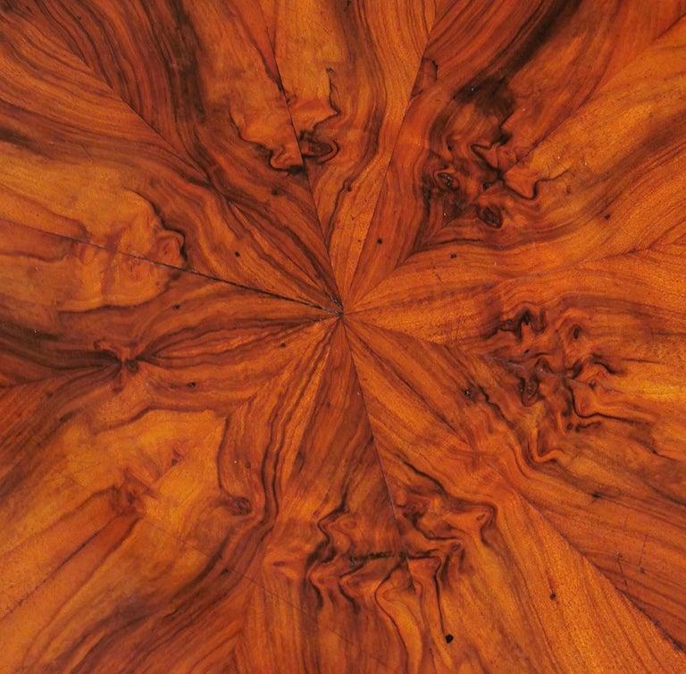 Biedermeier Biedermerier Round Table in Walnut, Wien, 1810 For Sale