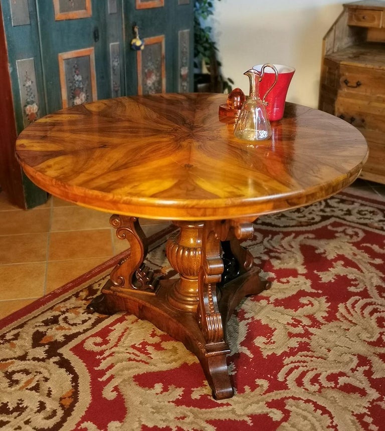 Fir Biedermerier Round Table in Walnut, Wien, 1810 For Sale