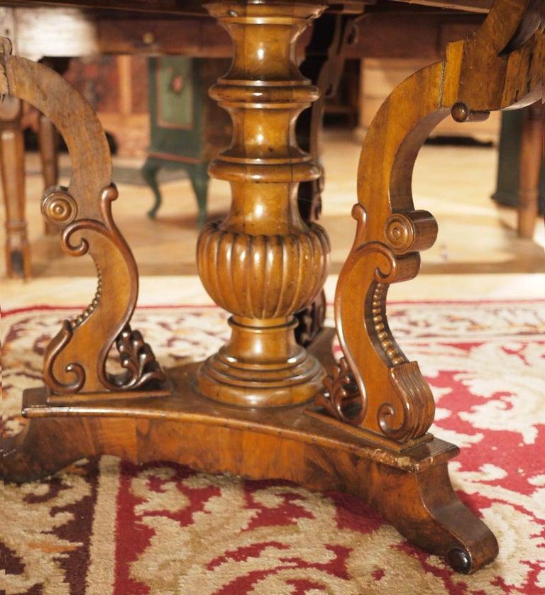 Biedermerier Round Table in Walnut, Wien, 1810 For Sale 1