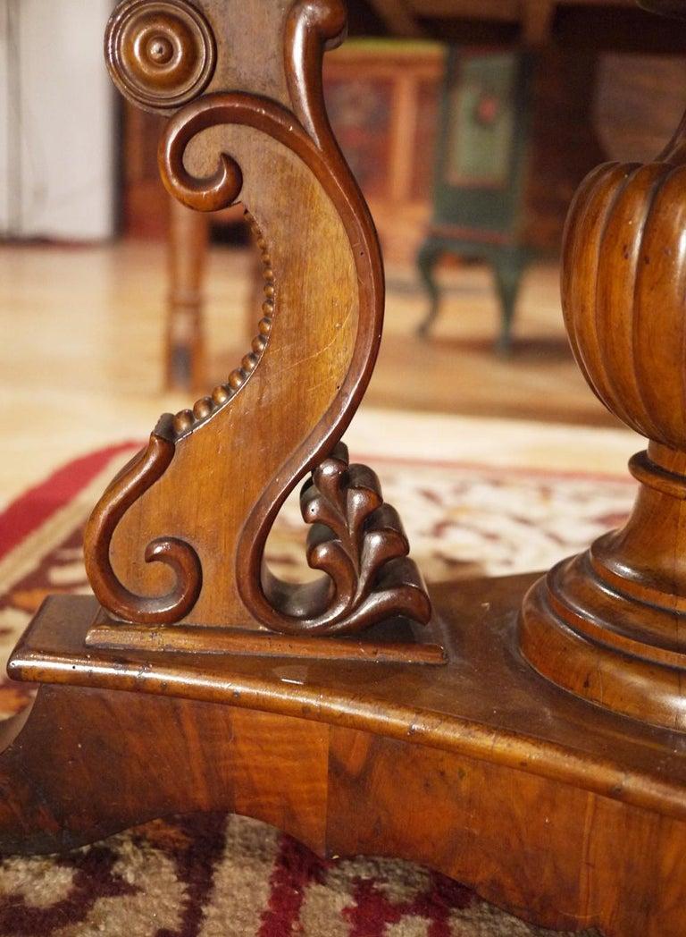 Biedermerier Round Table in Walnut, Wien, 1810 For Sale 2