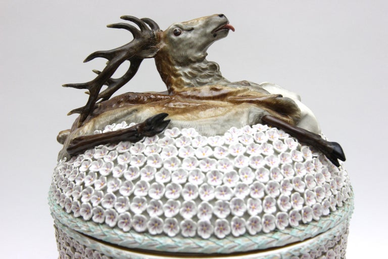 Big and Very Rare Meissen Porcelain Hunting Terrine in Snowball Decor For Sale 4