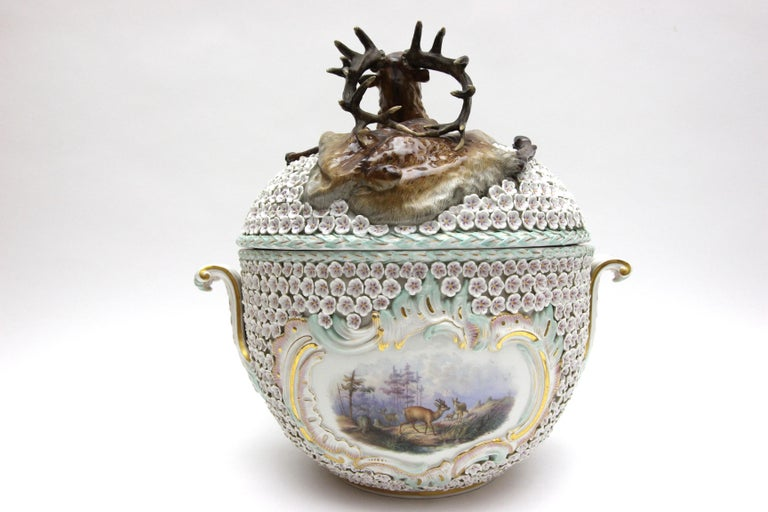 Big and Very Rare Meissen Porcelain Hunting Terrine in Snowball Decor For Sale 7