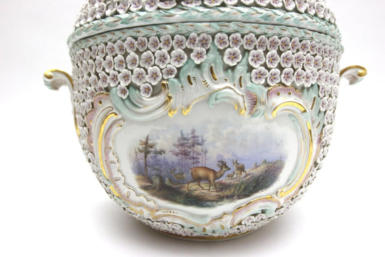 Big and Very Rare Meissen Porcelain Hunting Terrine in Snowball Decor For Sale 9