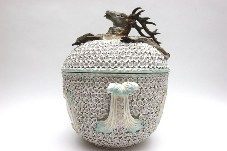 Big and Very Rare Meissen Porcelain Hunting Terrine in Snowball Decor For Sale 11