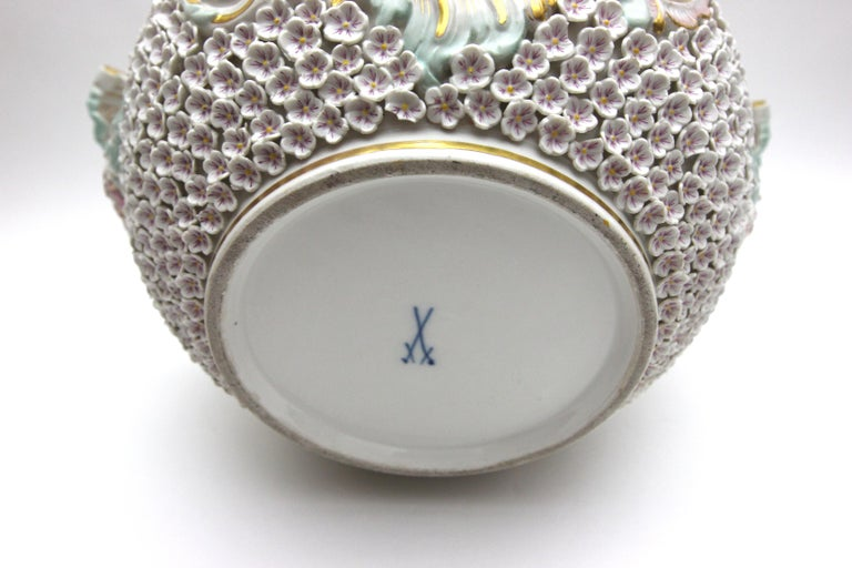 Big and Very Rare Meissen Porcelain Hunting Terrine in Snowball Decor For Sale 14