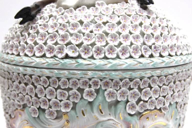 Big and Very Rare Meissen Porcelain Hunting Terrine in Snowball Decor For Sale 1