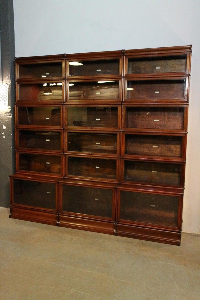 Big antique mahogany Globe Wernicke bookcase For Sale 3
