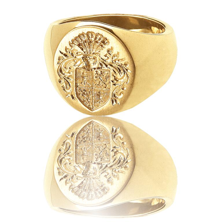 Big Boy Signet Ring in 18 Karat Gold In New Condition For Sale In Nantucket, MA