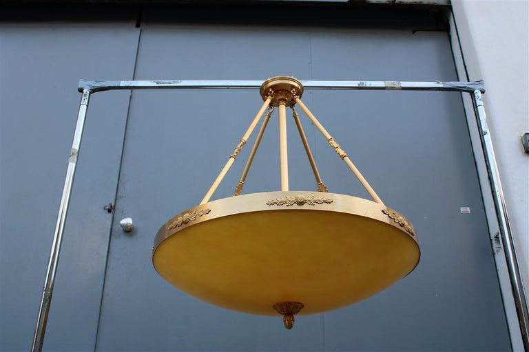 Big Classic Round Italian Chandelier Brass Gold Yellow Glass Italian Design 1970 For Sale 4