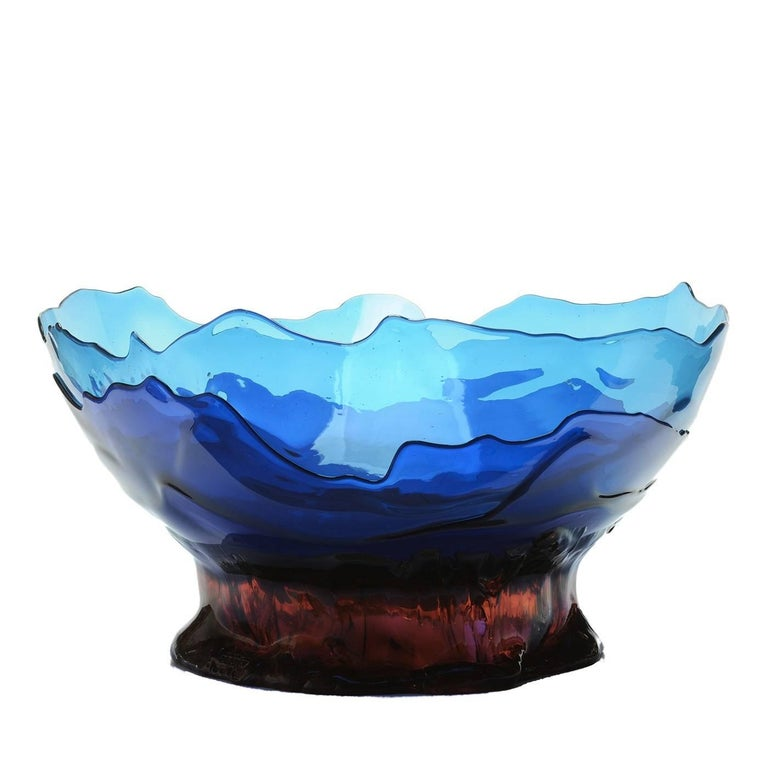 Part of the Big Collina Extracolor series designed by Gaetano Pesce in 1995 for the Fish Design collection, this piece is a versatile addition to a contemporary home. Its large bowl, made of several irregular layers of blue soft resin, can display