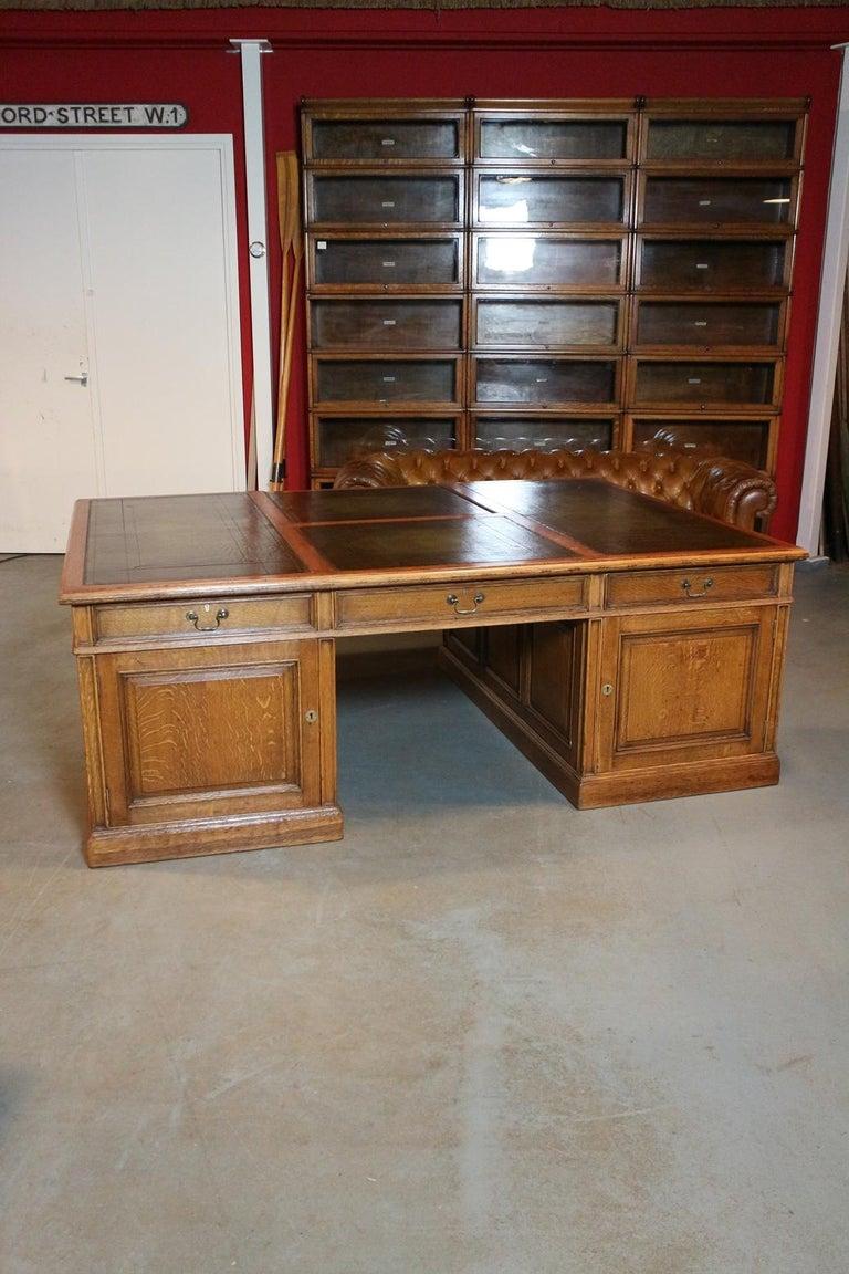 English Big Oak Partners Desk