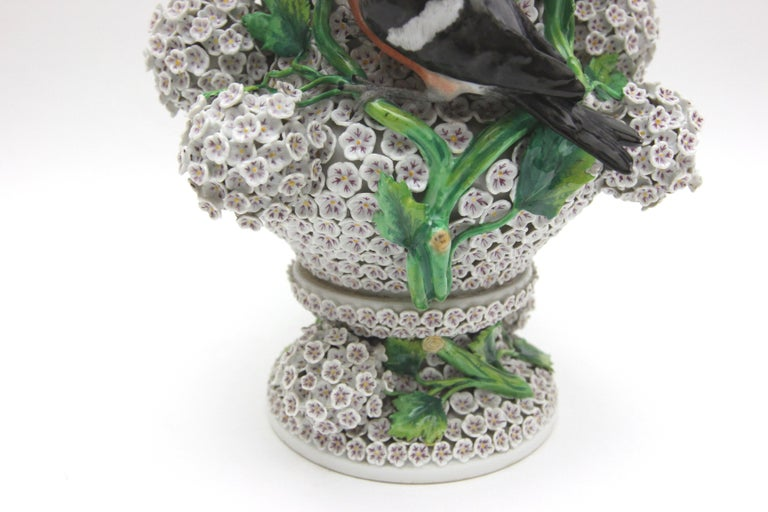 Big Pair of Meissen Porcelain Vases in Snowball Decor with Birds and Flowers For Sale 8
