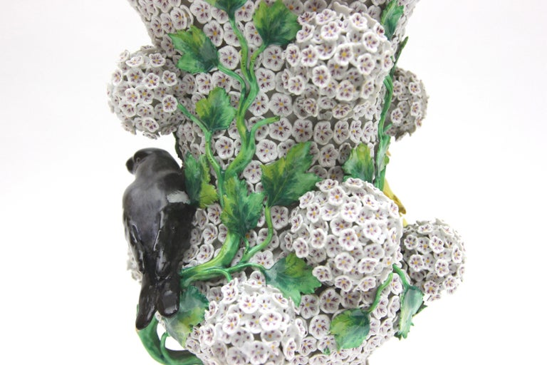 Big Pair of Meissen Porcelain Vases in Snowball Decor with Birds and Flowers For Sale 9