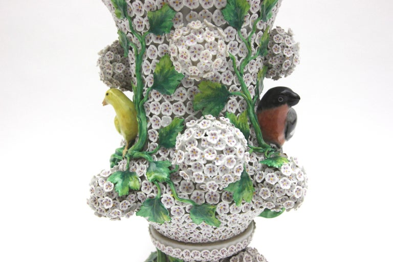 Big Pair of Meissen Porcelain Vases in Snowball Decor with Birds and Flowers For Sale 12