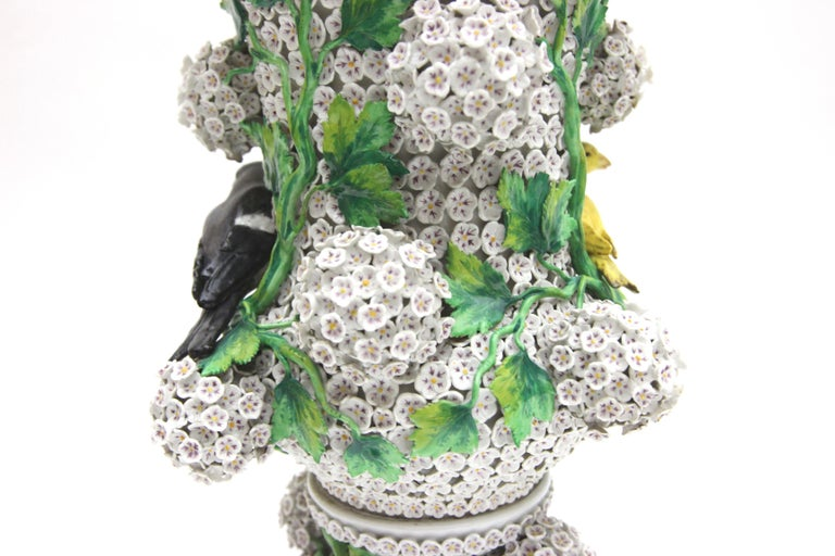 Big Pair of Meissen Porcelain Vases in Snowball Decor with Birds and Flowers For Sale 2