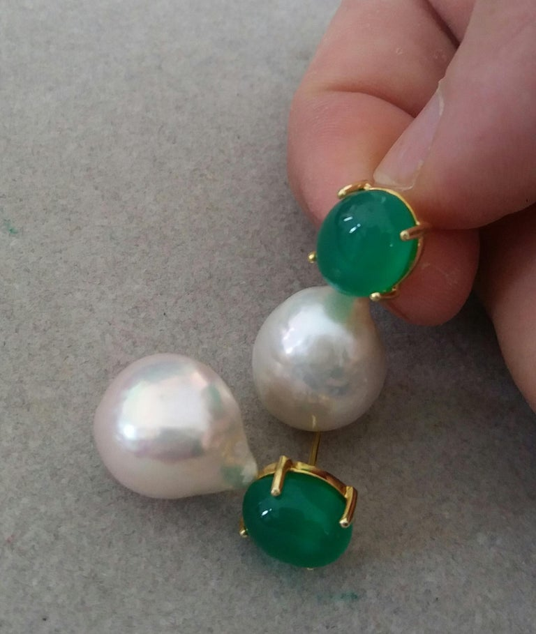 Big Size White Baroque Pearls Oval Green Onyx Cabochons Yellow Gold Earrings In Good Condition For Sale In Bangkok, TH