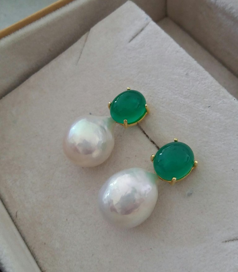 Big Size White Baroque Pearls Oval Green Onyx Cabochons Yellow Gold Earrings For Sale 2
