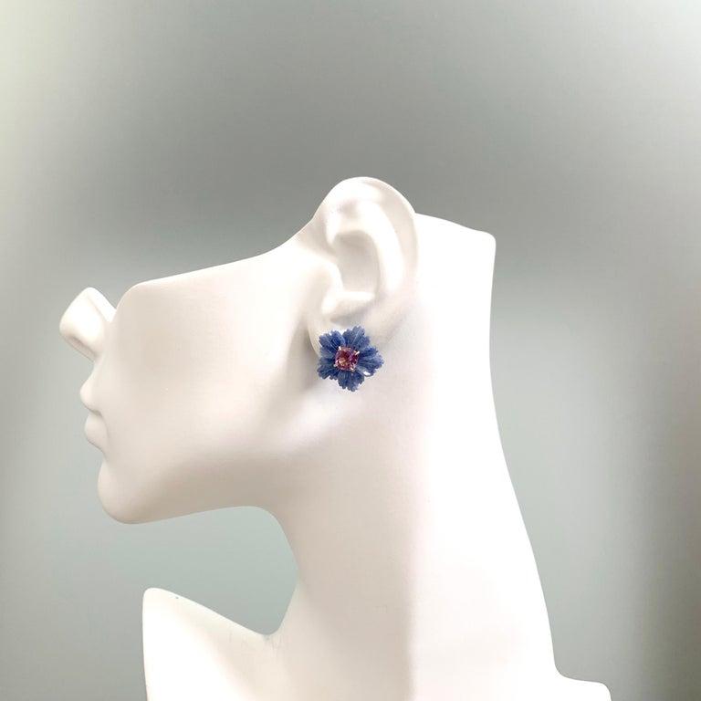 Women's Bijoux Num 19mm Carved Dumortierite Flower with Cushion-cut Amethyst Earrings For Sale