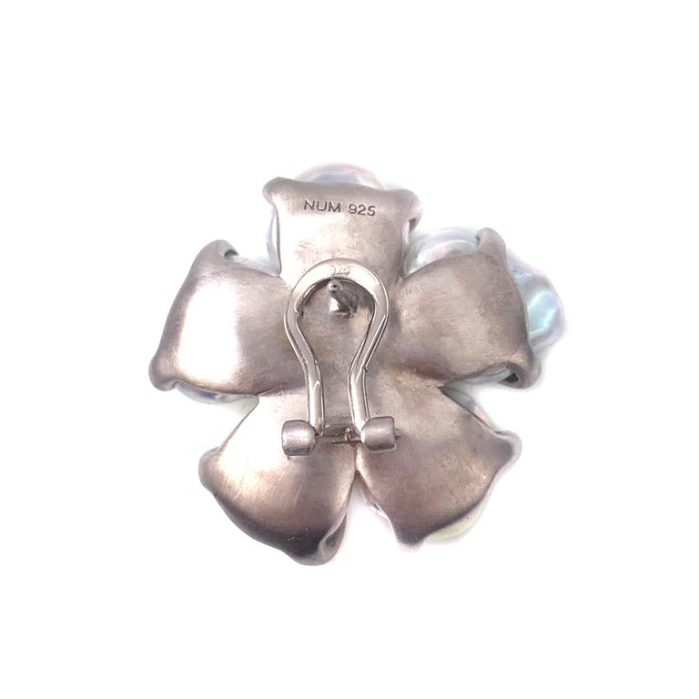 Bijoux Num Baroque Pearl Flower Earrings In New Condition For Sale In Los Angeles, CA