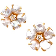 Bijoux Num Baroque Pearl Flower Earrings