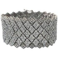 Bijoux Num Cubic Zirconia Wide and Flexible Diamond Shape Pattern Bracelet