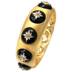 Bijoux Num Flower Pattern Black Enamel Bangle Bracelet