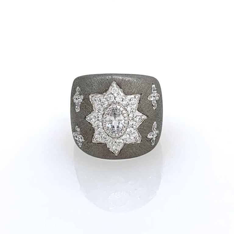 Bijoux Num Hand-engraved Star Pattern Black Rhodium Bombe Ring In New Condition For Sale In Los Angeles, CA