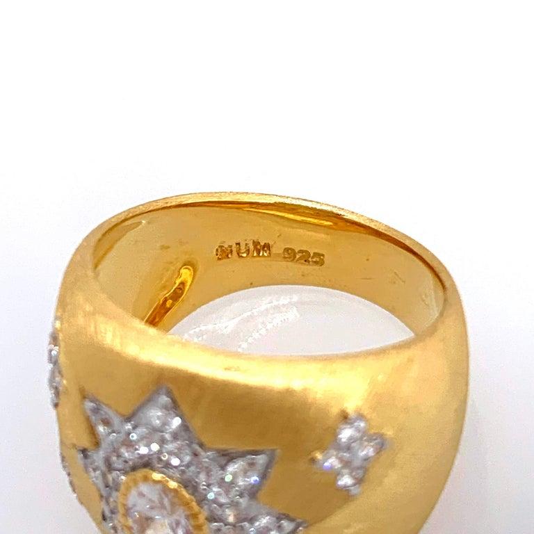 Women's Bijoux Num Hand-engraved Star Pattern Vermeil Bombe Ring For Sale