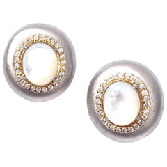 Bijoux Num Oval Mother of Pearl Oval Button Two-tone Clip-on Earrings