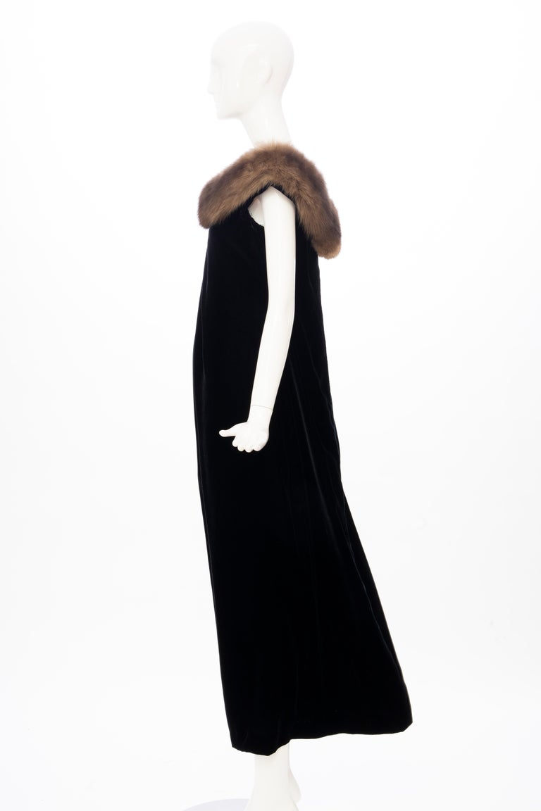 Bill Blass Black Silk Velvet Evening Dress Off-Shoulder Sable Neckline,Fall 1984 For Sale 6