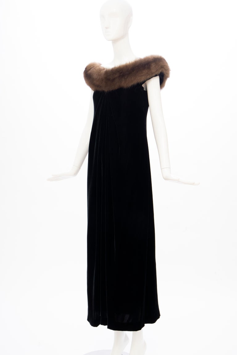 Bill Blass Black Silk Velvet Evening Dress Off-Shoulder Sable Neckline,Fall 1984 For Sale 7