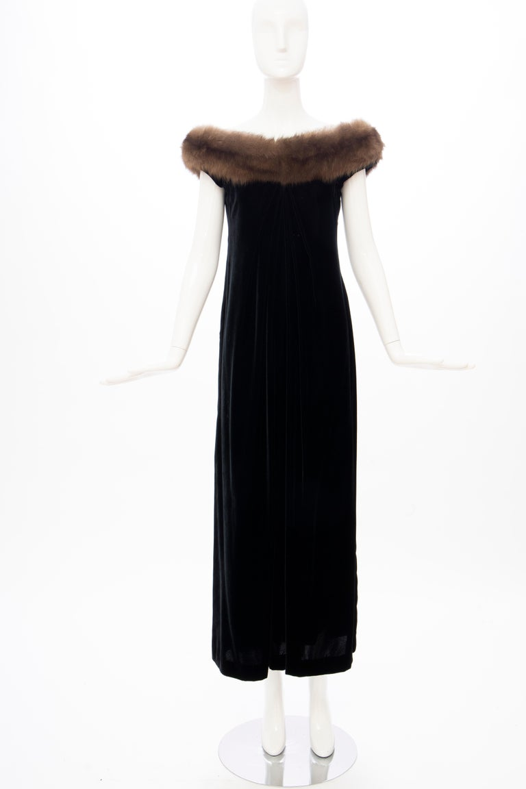 Bill Blass Black Silk Velvet Evening Dress Off-Shoulder Sable Neckline,Fall 1984 In Good Condition For Sale In Cincinnati, OH