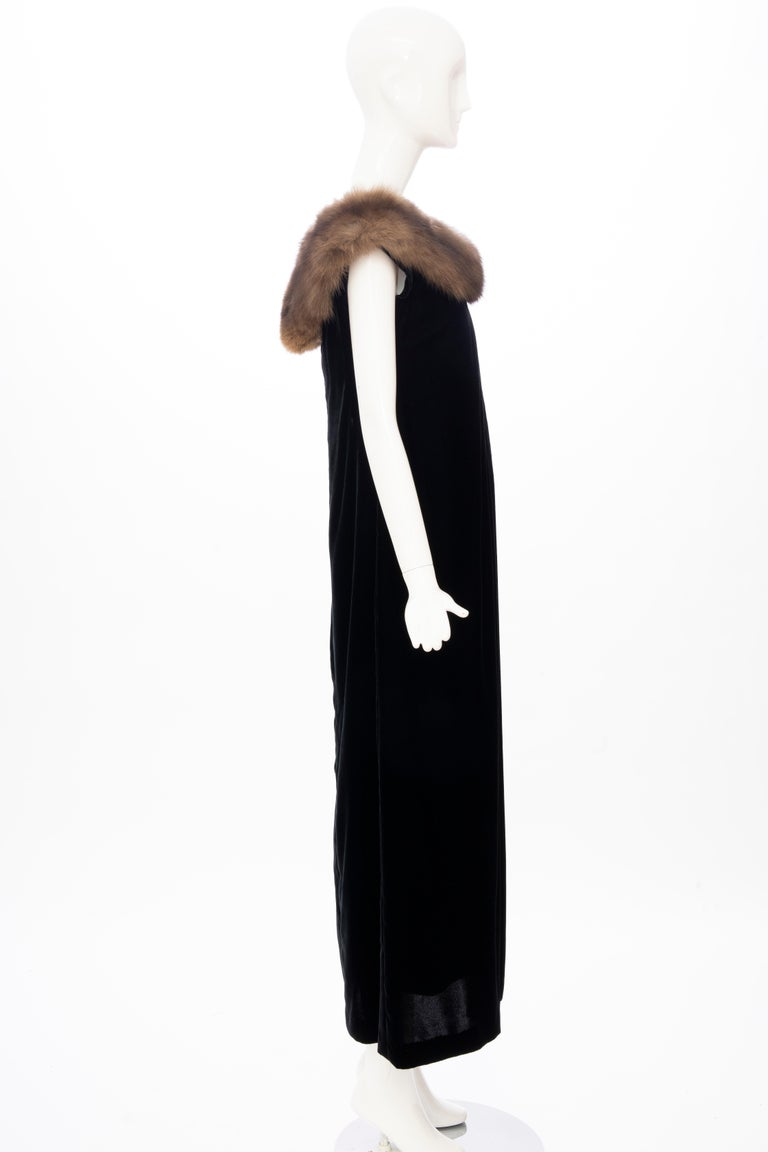 Bill Blass Black Silk Velvet Evening Dress Off-Shoulder Sable Neckline,Fall 1984 For Sale 1