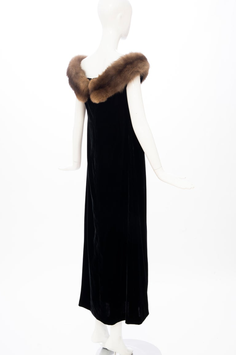 Bill Blass Black Silk Velvet Evening Dress Off-Shoulder Sable Neckline,Fall 1984 For Sale 2
