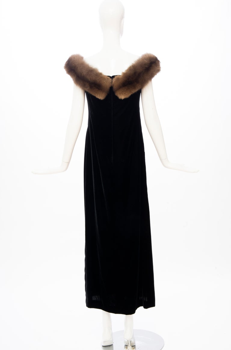 Bill Blass Black Silk Velvet Evening Dress Off-Shoulder Sable Neckline,Fall 1984 For Sale 3