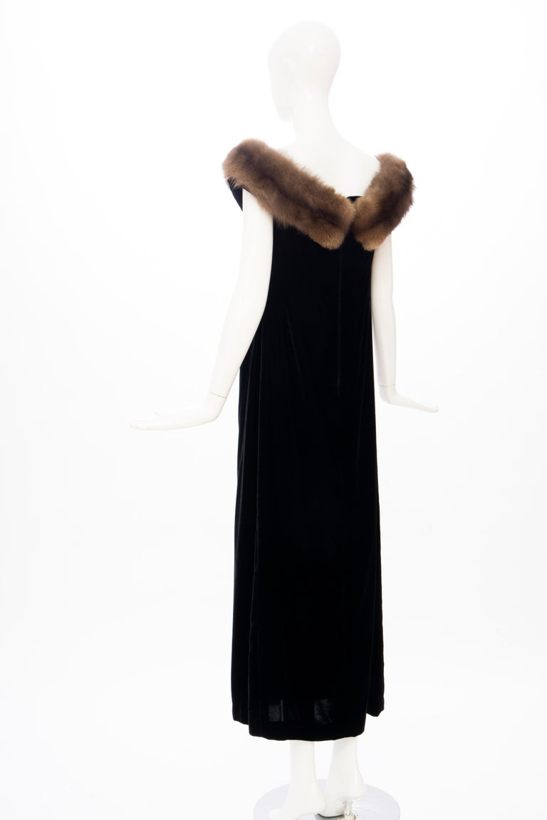 Bill Blass Black Silk Velvet Evening Dress Off-Shoulder Sable Neckline,Fall 1984 For Sale 4
