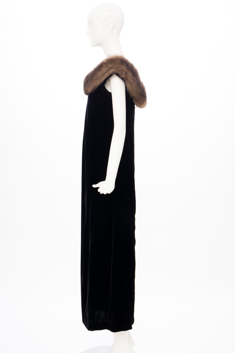 Bill Blass Black Silk Velvet Evening Dress Off-Shoulder Sable Neckline,Fall 1984 For Sale 5