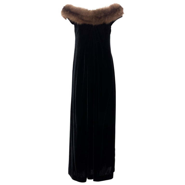 Bill Blass Black Silk Velvet Evening Dress Off-Shoulder Sable Neckline,Fall 1984 For Sale
