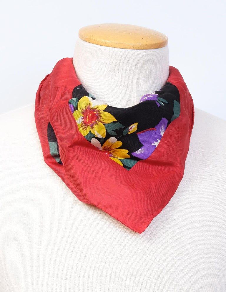 Bill Blass Floral Spring Silk Square Neckerchief  In Excellent Condition For Sale In Montreal, Quebec