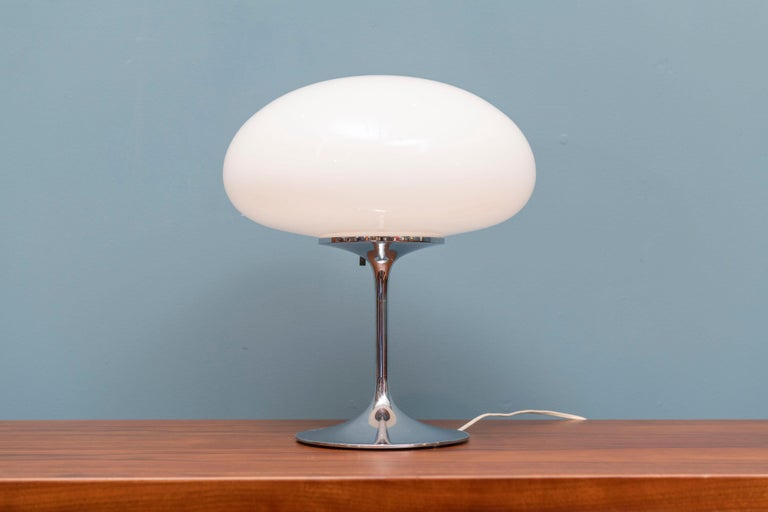 Bill Curry Stemlite table lamp for Design Line, Ca. Original glass shade with newer wiring.