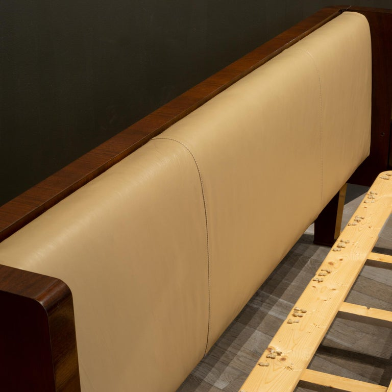Bill Sofield for Baker Furniture Leather and Walnut Pullman Bed Frame In Good Condition For Sale In San Francisco, CA