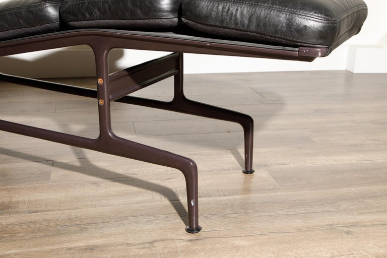 Billy Wilder Chaise Lounge by Ray & Charles Eames for Herman Miller For Sale 4