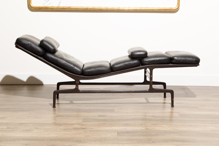 American Billy Wilder Chaise Lounge by Ray & Charles Eames for Herman Miller For Sale