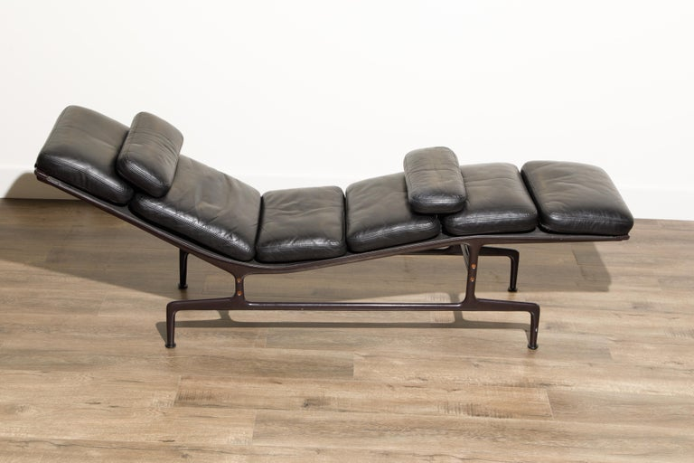 Billy Wilder Chaise Lounge by Ray & Charles Eames for Herman Miller In Good Condition For Sale In Los Angeles, CA