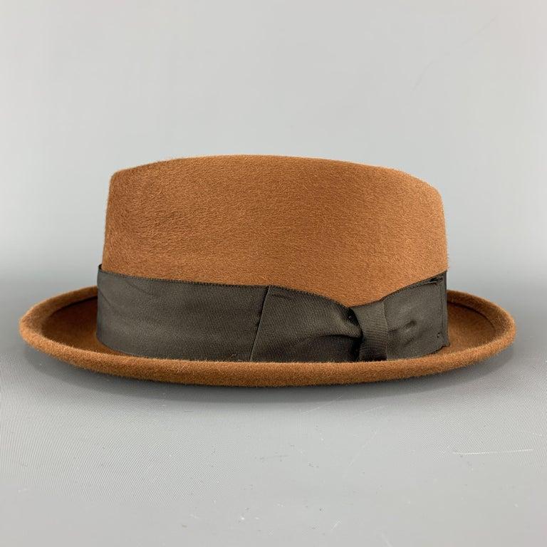 BILTMORE Size 6 7/8Tan Brown Felt Black Ribbon Fedora Ha In Excellent Condition In San Francisco, CA