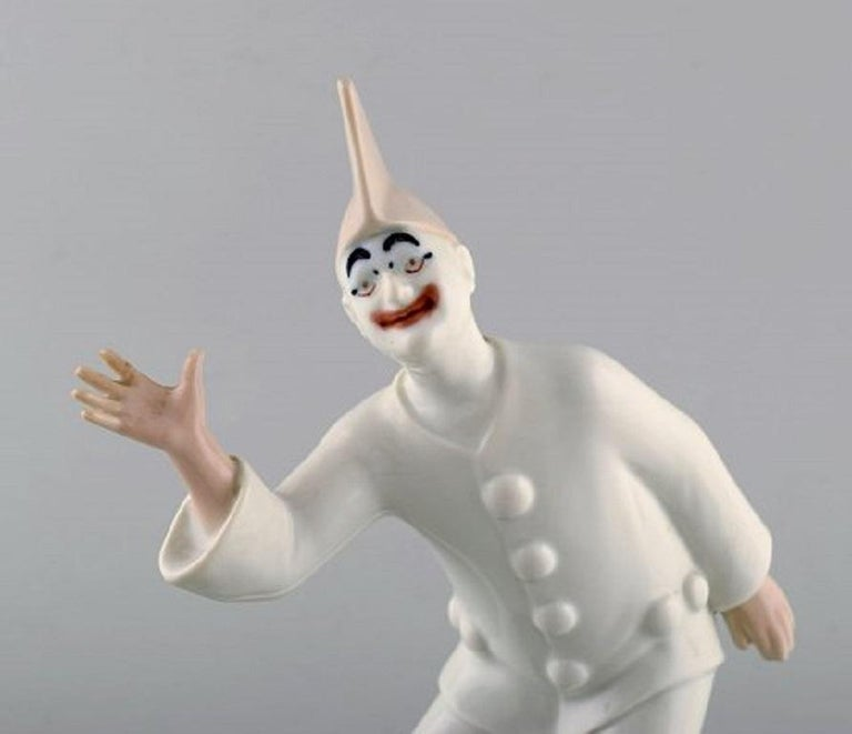 Bing & Grondahl porcelain figurine. Pierrot. Model number: 2353. Measures: 22.5 x 16 cm. In very good condition. Stamped. 1st factory quality.